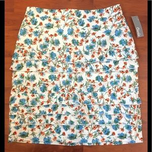 ⬇️NWT Charlie Cotton Floral Multi-tier Lined Skirt